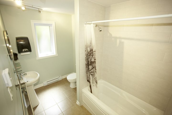 falaise chalets lanaudiere salle de bain 8 1