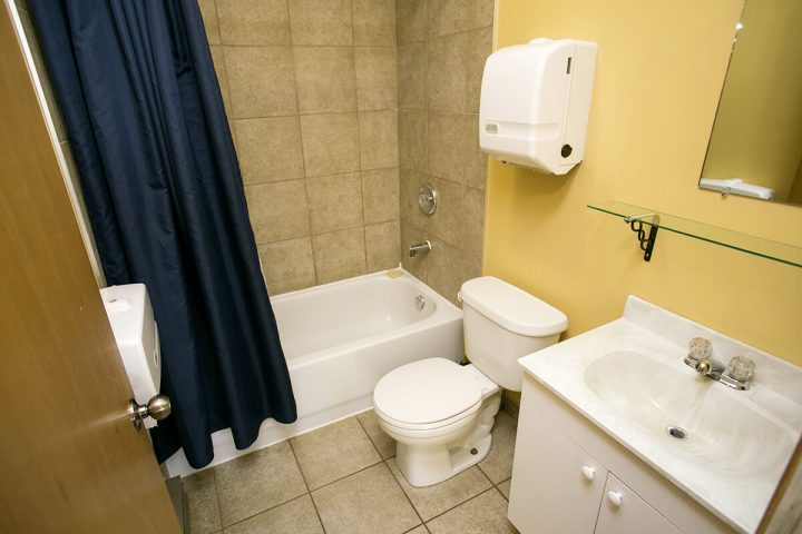 villa des pins chalets lanaudiere salle de bain 9 1