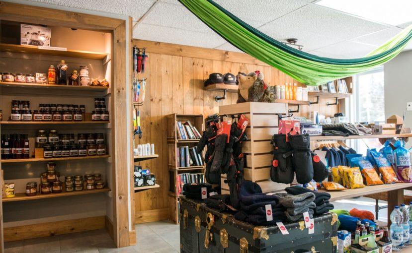 Boutique de Chalets Lanaudière offre des vêtements, friandises, objets utilitaires